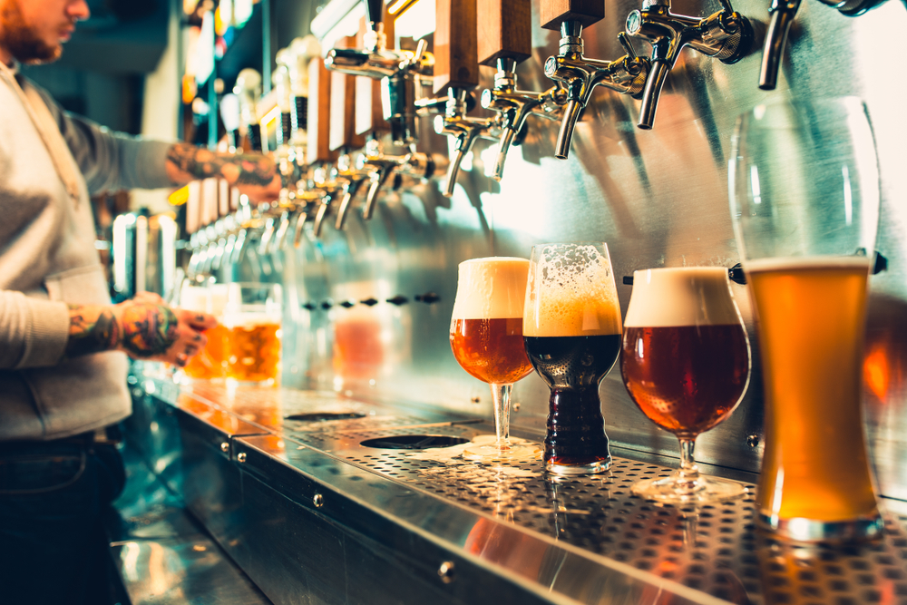brewery in hilton head, draft beer pours